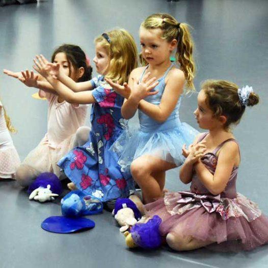 Art 'n Dance (age 2-5 w/caregiver)